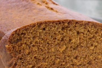 Close up picture of the crumb of a gingerbread loaf