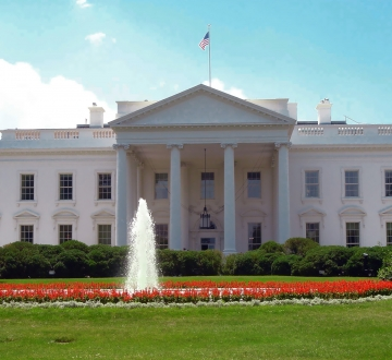 North side of White House with a fountain and an America flag
