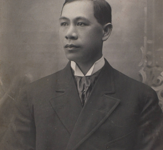 Black and white portrait of Hong Yen Chang