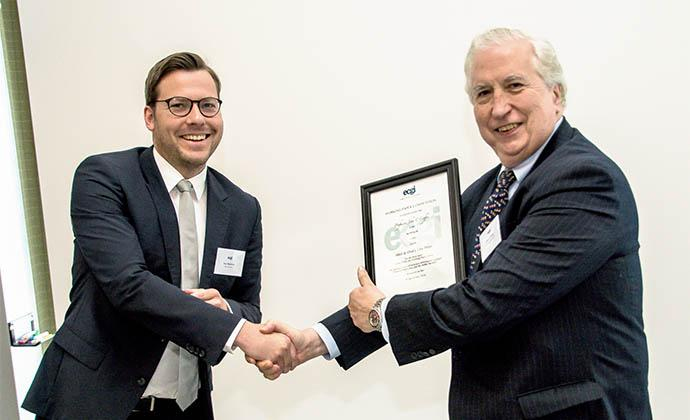 Prof. Coffee accepts the Allen & Overy Law Prize from the firm's business development manager, Toni Wienholz, at the European Corporate Governance Institute's annual members' meeting in Berlin.